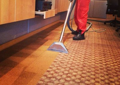 Carpet cleaning through hot water extraction